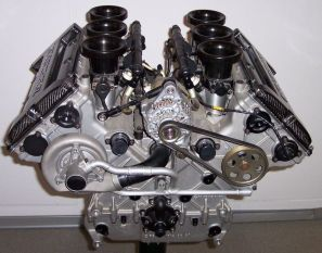 800px-mercedes_v6_dtm_rennmotor_1996